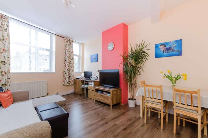 2 Bedrooms Maisonette Flat for sale in London Road, Mitcham, SM4