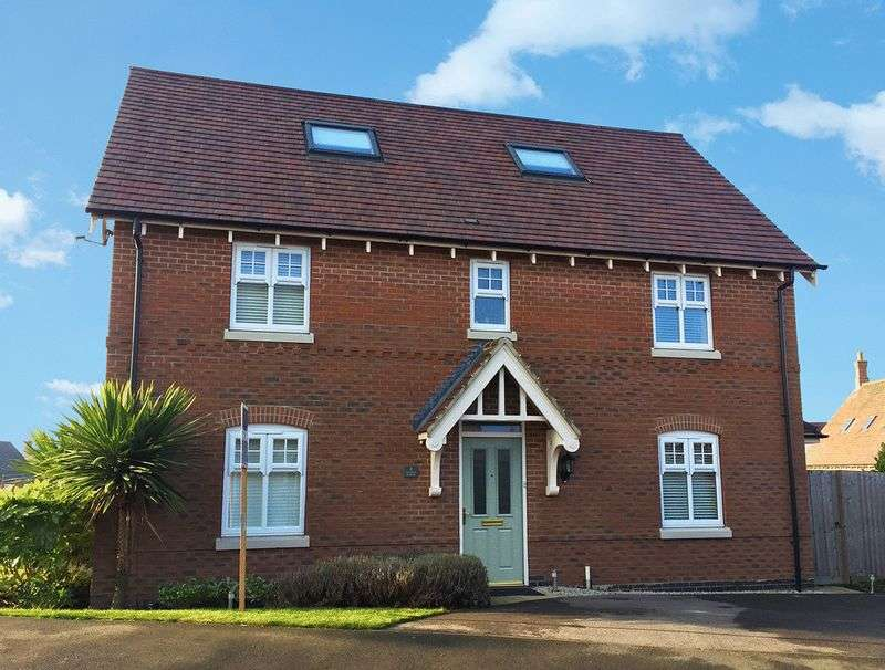 5 Bedrooms Detached House for sale in Reading Avenue, Swadlincote