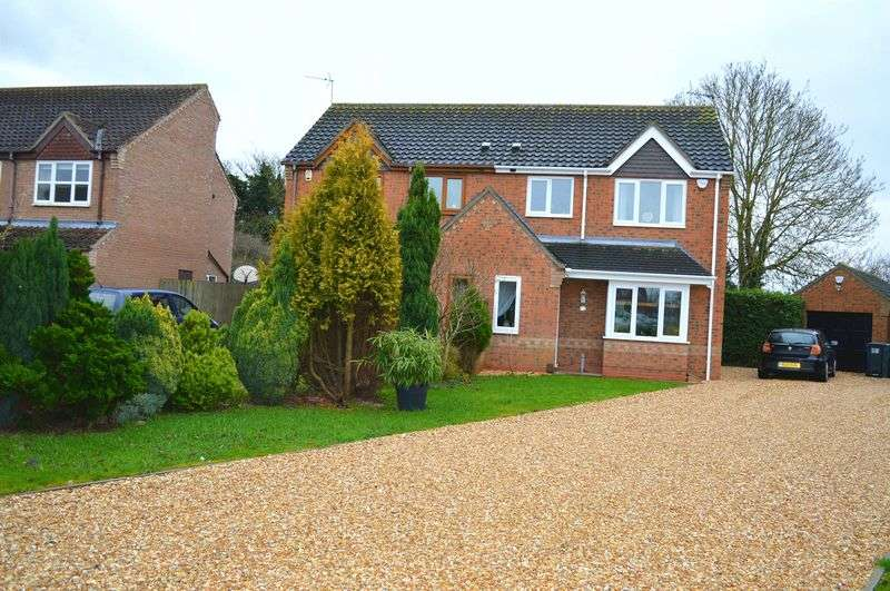 3 Bedrooms Semi Detached House for sale in Lacy Close, NETTLEHAM