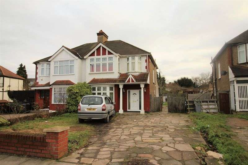 3 Bedrooms Terraced House for sale in Ridge Avenue, London