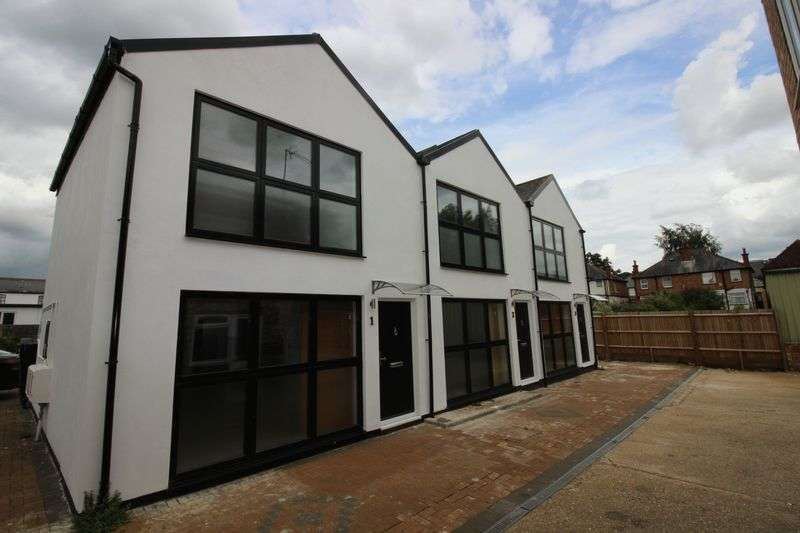 2 Bedrooms Terraced House for sale in High Street, Northwood