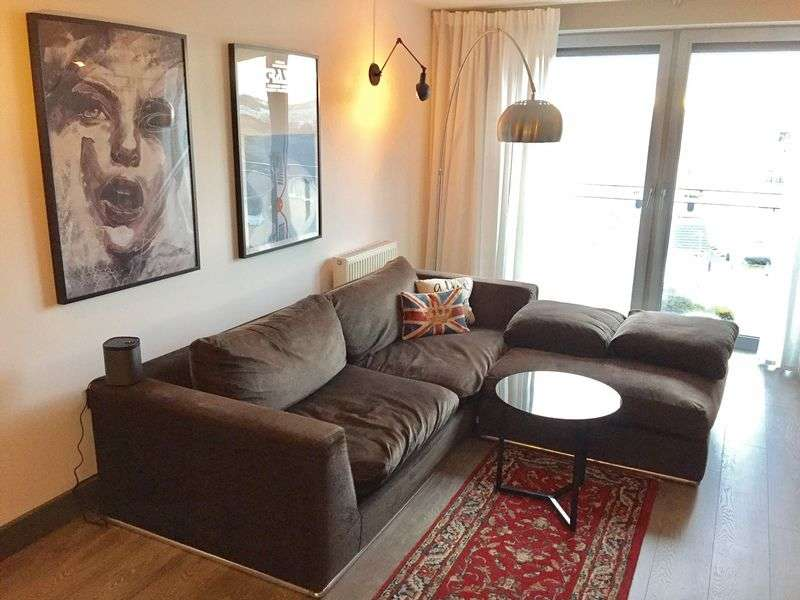 2 Bedrooms Flat for sale in Tideslea Path, London