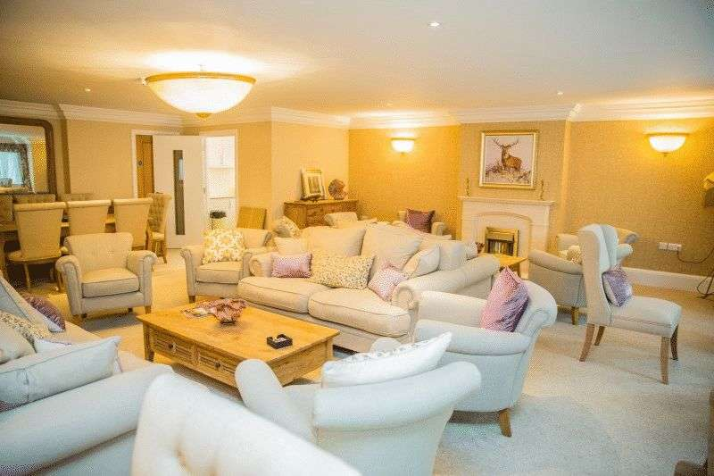 1 Bedroom Flat for sale in FLEUR-DE-LIS, HAYWARDS HEATH: **BRAND NEW ONE BED LUXURY APARTMENT**