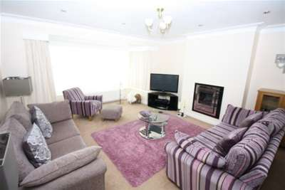 3 Bedrooms Semi Detached House for rent in Montagu Avenue, Gosforth