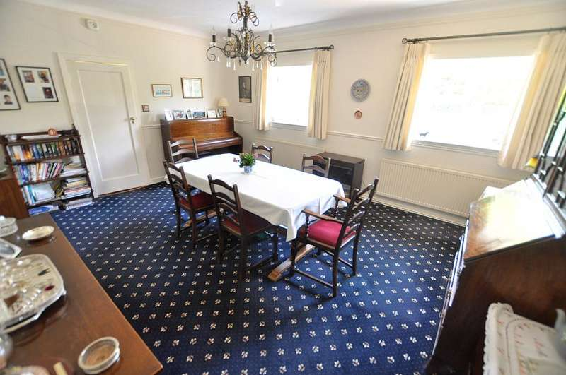 4 Bedrooms Detached Bungalow for sale in West Moors