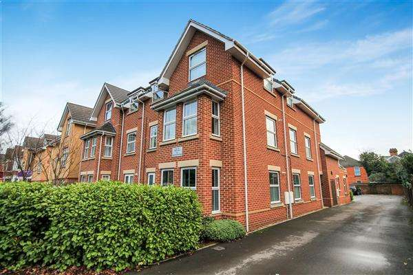 2 Bedrooms Flat for sale in Richmond Park Road, Charminster, Bournemouth