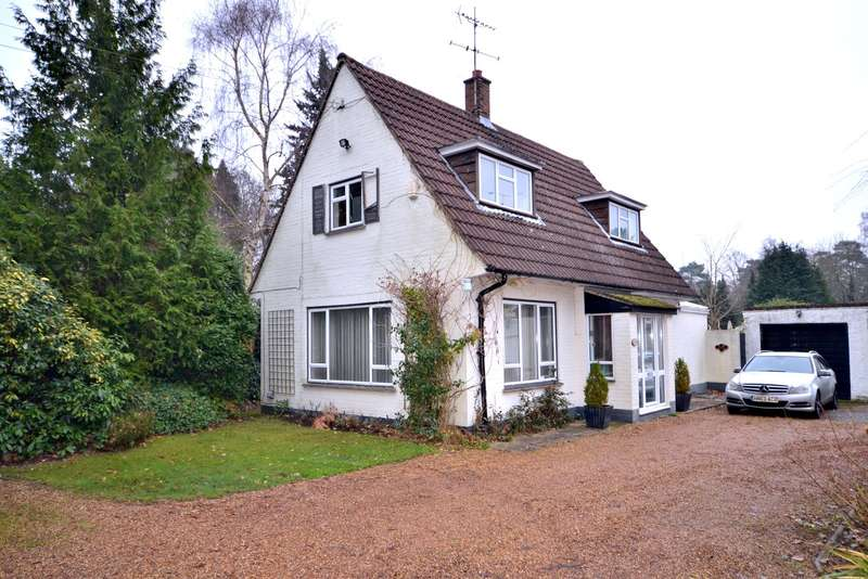 2 Bedrooms Detached House for sale in Hook Heath