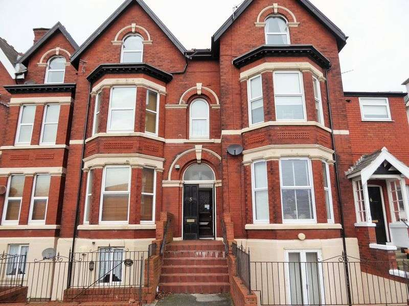 3 Bedrooms Flat for sale in Knowsley Road, Southport
