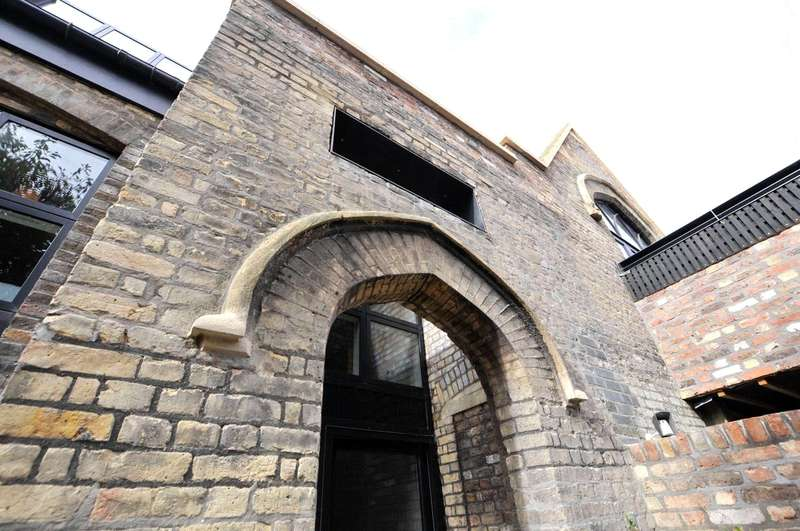 3 Bedrooms Flat for sale in Evering Road, London, N16