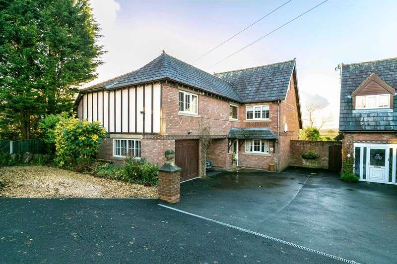 6 Bedrooms Detached House for sale in Preston Road, Coppull, PR7 5DW