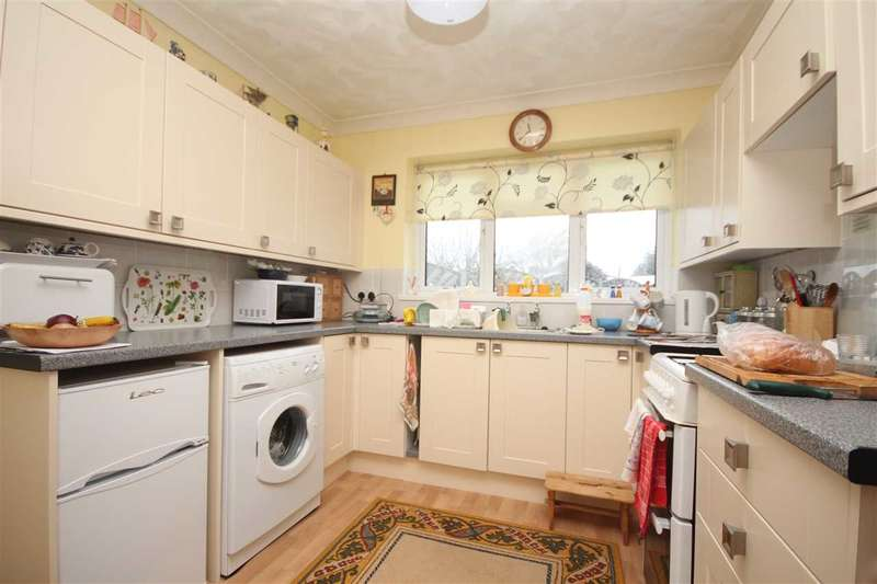 2 Bedrooms Bungalow for sale in Coolyne Way, Clacton-On-Sea