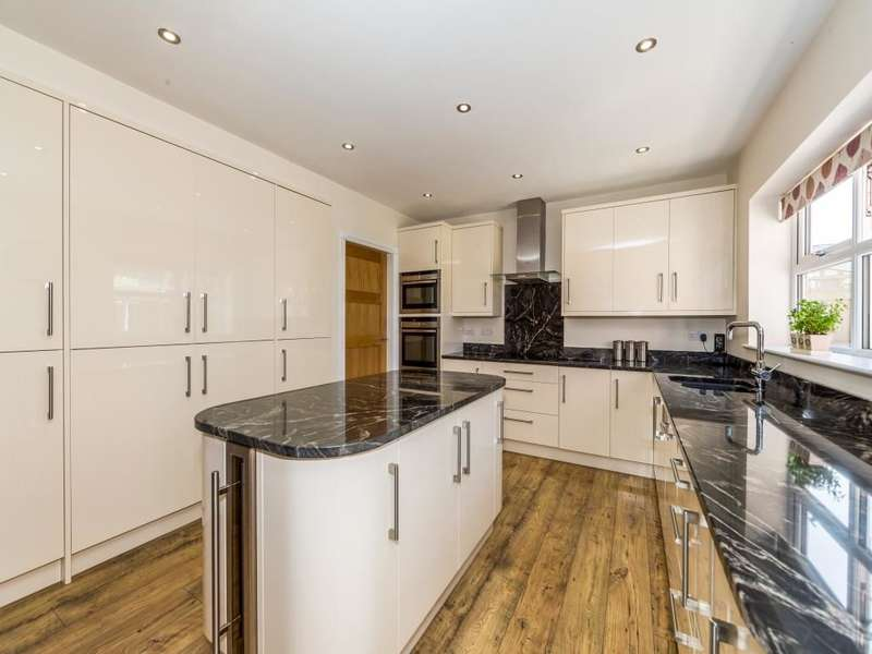 5 Bedrooms Detached House for sale in Grange Road, Bessacarr, Doncaster, DN4