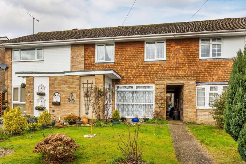 3 Bedrooms Terraced House for sale in Downs Way, Oxted.