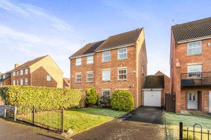 4 Bedrooms Semi Detached House for sale in Morecroft Drive, Warwick, .