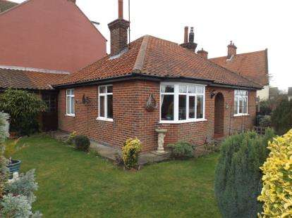 3 Bedrooms Bungalow for sale in Cromer, Norfolk