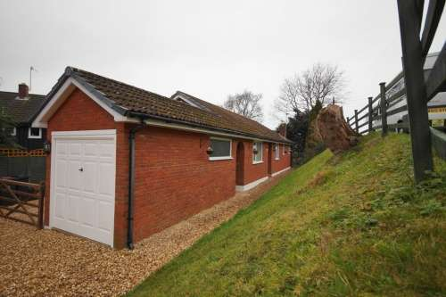 3 Bedrooms Bungalow for sale in Brook Lane, Corfe Mullen