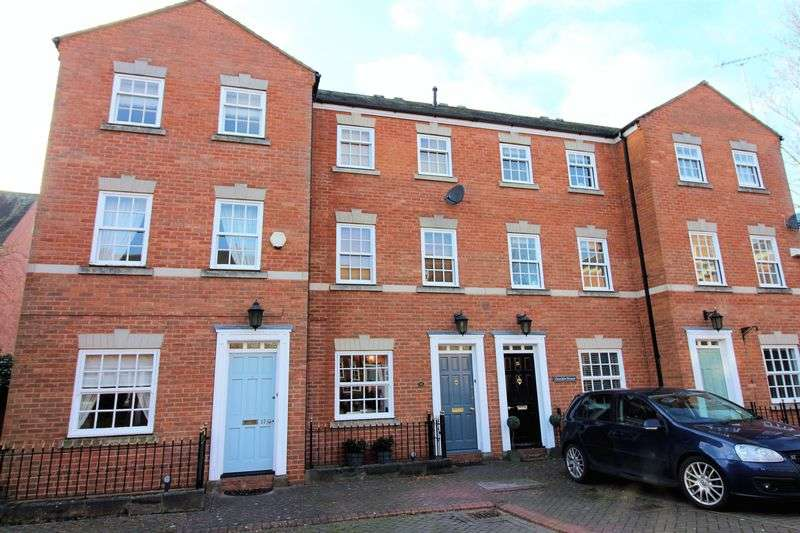 3 Bedrooms Terraced House for sale in Nicholas Court, Chester