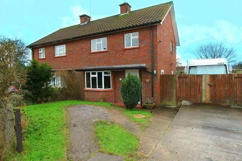 3 Bedrooms Semi Detached House for sale in Selbourne Square, Godstone