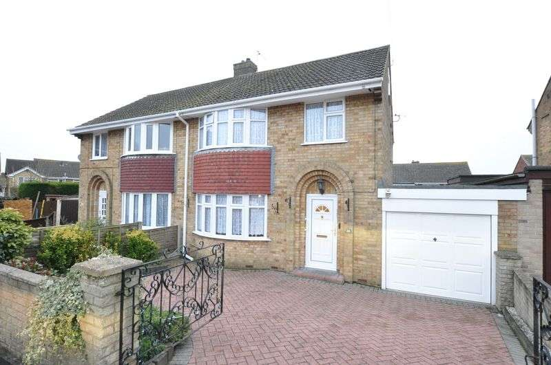 4 Bedrooms Semi Detached House for sale in Sycamore Close, Linton