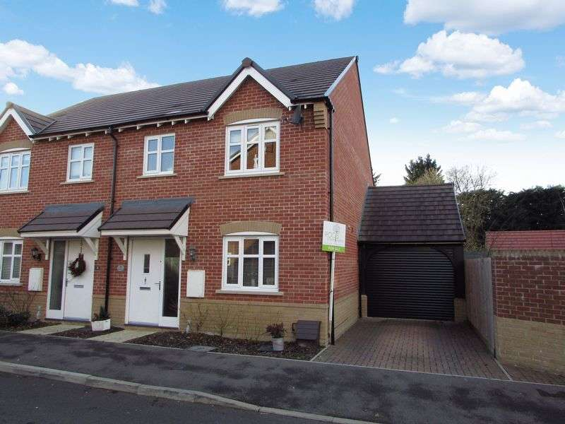 3 Bedrooms Semi Detached House for sale in Blake Road, Hermitage