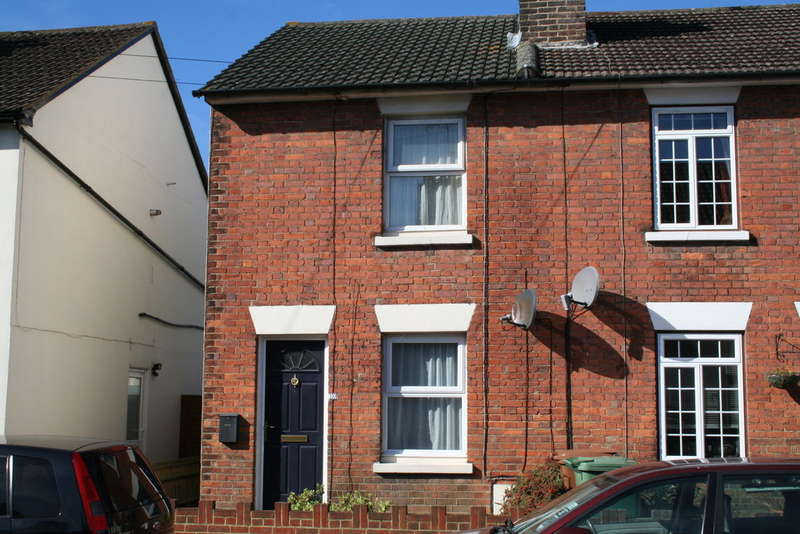 2 Bedrooms End Of Terrace House for sale in Charles Street, Southborough