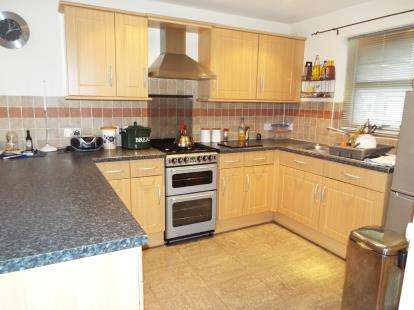 3 Bedrooms Semi Detached House for sale in Trinity Street, Rhostyllen, Wrexham, Wrecsam, LL14