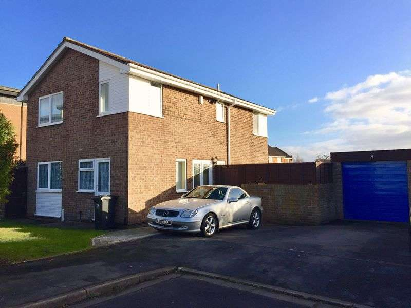 4 Bedrooms Detached House for sale in Lodgeside Gardens, Kingswood, Bristol, BS15 1NY