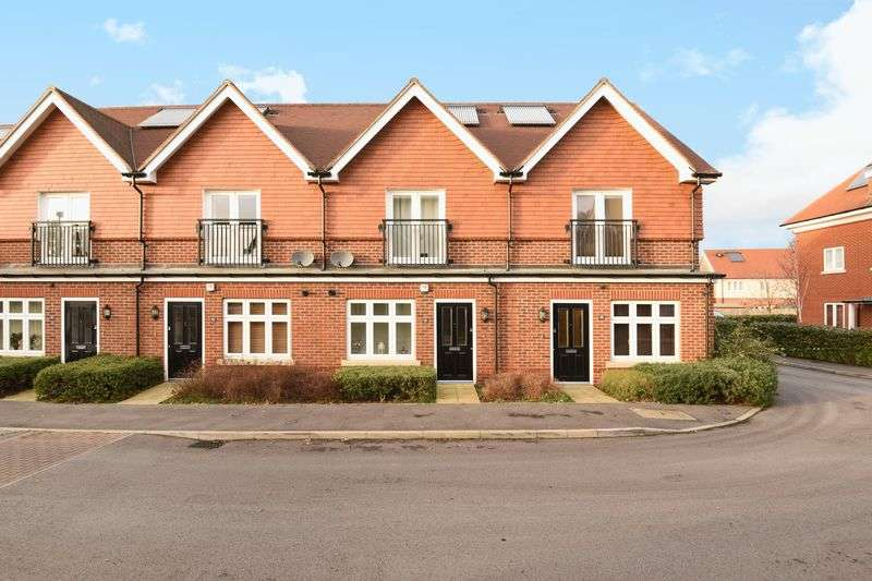 2 Bedrooms Terraced House for sale in Elliston Way, Ashtead