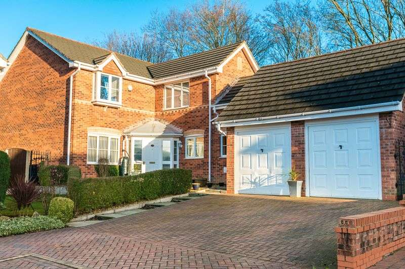4 Bedrooms Detached House for sale in Capesthorne Drive, Chorley