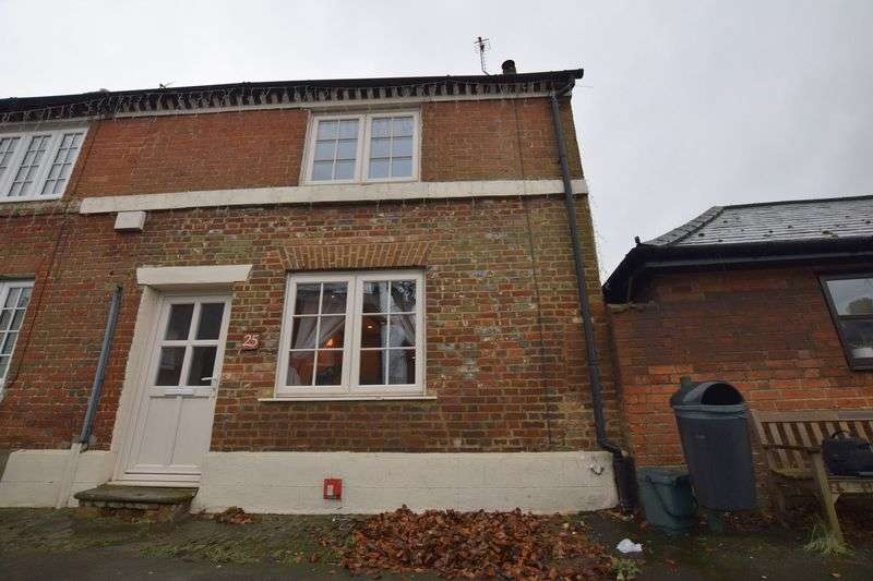 2 Bedrooms Cottage House for sale in High Street, Whitchurch