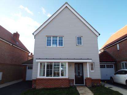 3 Bedrooms Detached House for sale in Hastings Avenue, Cheshunt, Waltham Cross, Hertfordshire