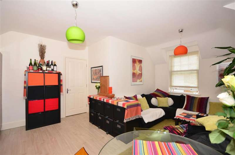 2 Bedrooms Apartment Flat for sale in Eastern Esplanade, Broadstairs, Kent
