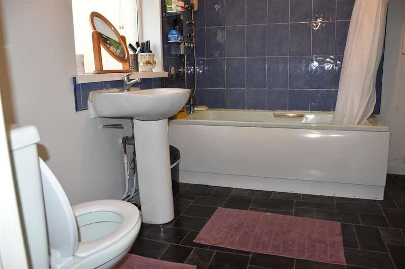 3 Bedrooms Terraced House for sale in Countess Street, Walsall