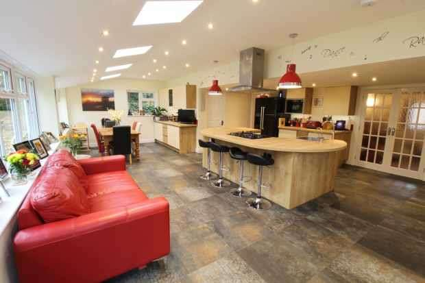 5 Bedrooms Detached House for sale in London Road, Bracknell, Berkshire, RG42 4AA