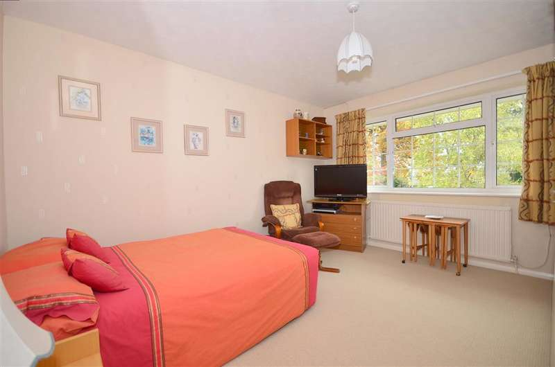 4 Bedrooms Detached House for sale in Garden House Lane, East Grinstead, West Sussex