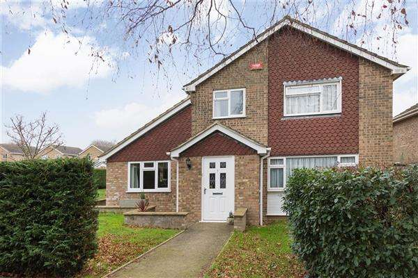 5 Bedrooms Detached House for sale in Cranbourne Walk, Canterbury