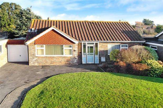 3 Bedrooms Detached Bungalow for sale in Frobisher Way, Rustington, West Sussex, BN16