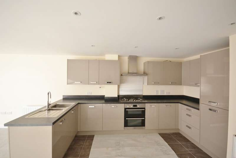 3 Bedrooms House for sale in Weavers Close, Eastbourne, BN21