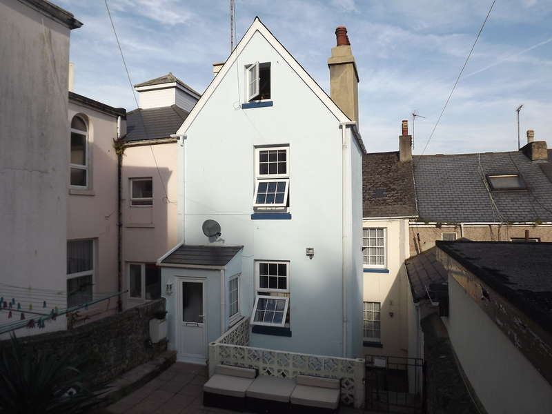 2 Bedrooms Maisonette Flat for sale in Warren Road, Torquay