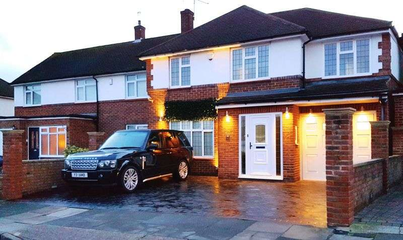 4 Bedrooms Semi Detached House for sale in 11 Cold Blow Crescent, Bexley