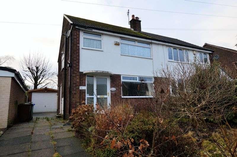 3 Bedrooms Semi Detached House for sale in Fieldhead Avenue, Bury