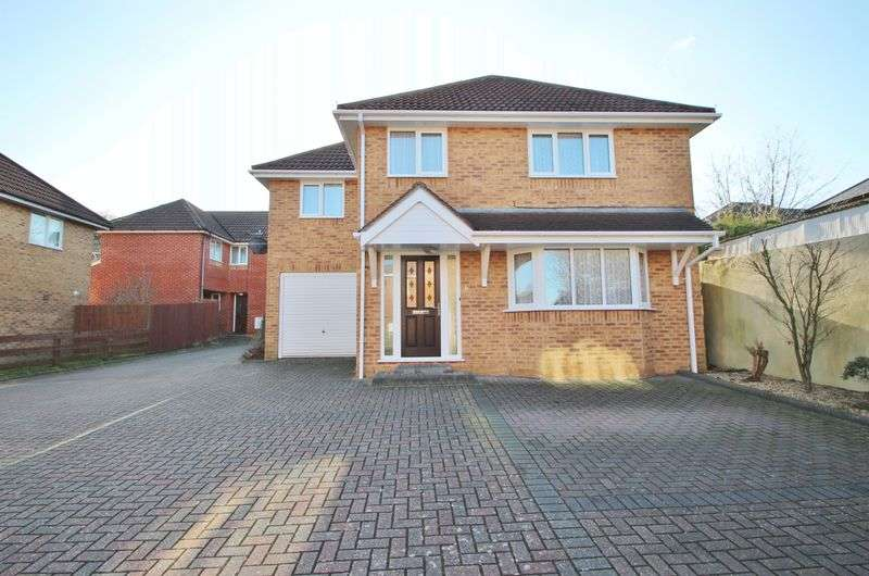 4 Bedrooms Detached House for sale in Abbott Close, Bournemouth