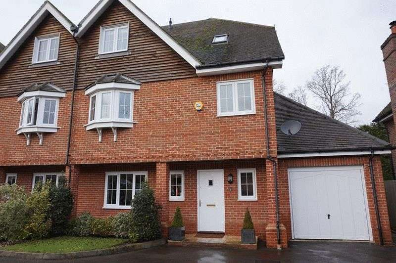 4 Bedrooms Semi Detached House for sale in Bay Trees, Oxted