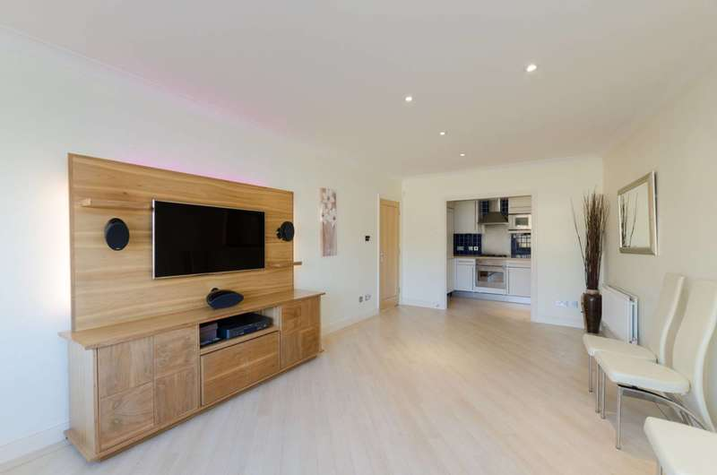2 Bedrooms Flat for sale in Percy Circus, Finsbury, WC1X