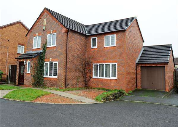 3 Bedrooms Detached House for sale in 12 Grazing Drive, Irlam M44 6TG