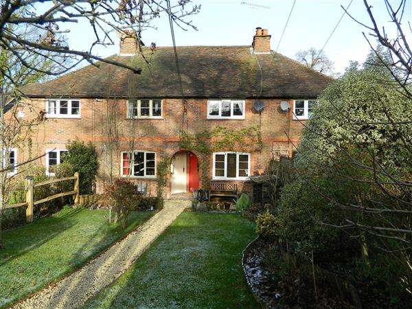 2 Bedrooms House for sale in Greenfields Close, Nyewood, Petersfield, Hampshire, GU31