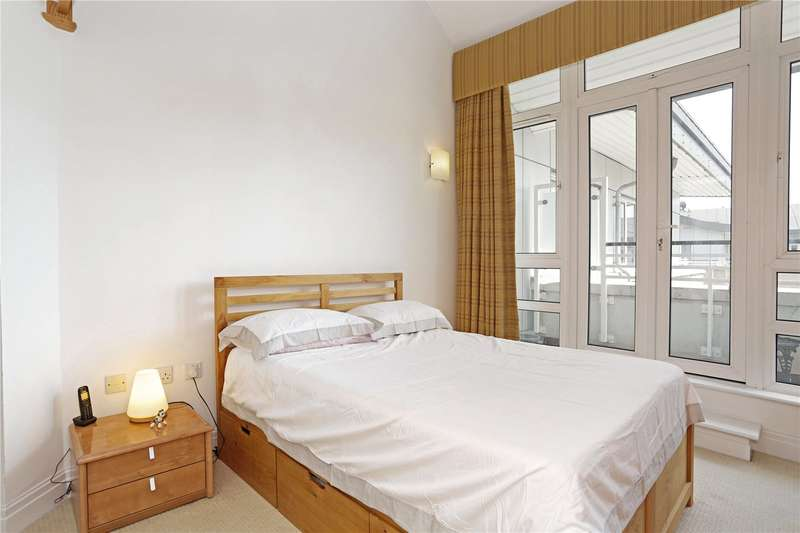 2 Bedrooms Flat for sale in St. Davids Square, London, E14