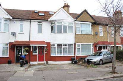 4 Bedrooms Terraced House for sale in Hainault, Ilford