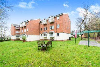 2 Bedrooms Flat for sale in Harold Hill, Romford, Essex