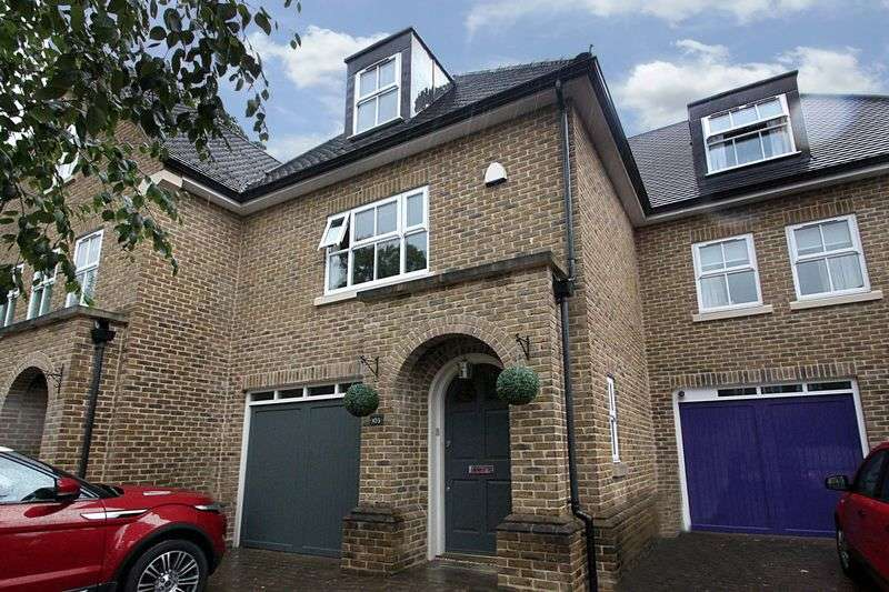 3 Bedrooms Terraced House for sale in Lower Park Road, Loughton